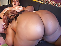 Light skinned black fatty gets eaten out by her girlfriend